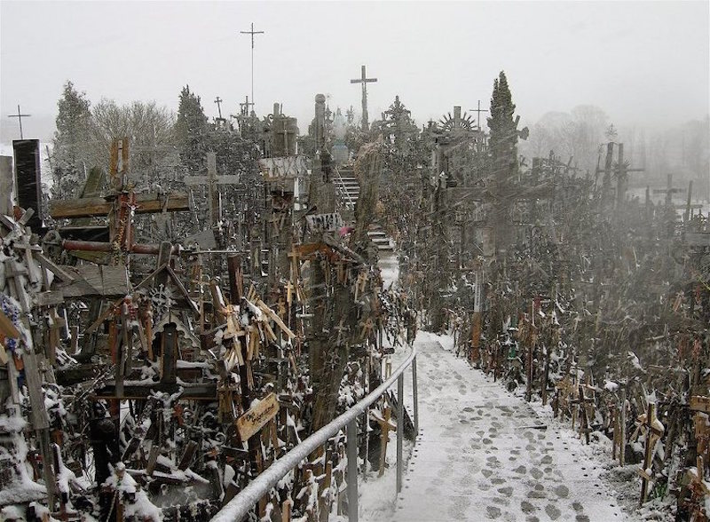 m_The-Hill-of-Crosses-1